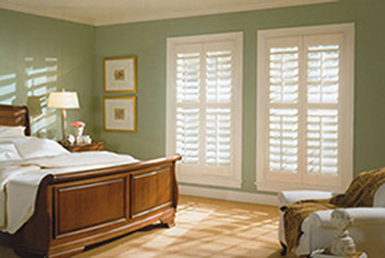 bedroom with window blinds